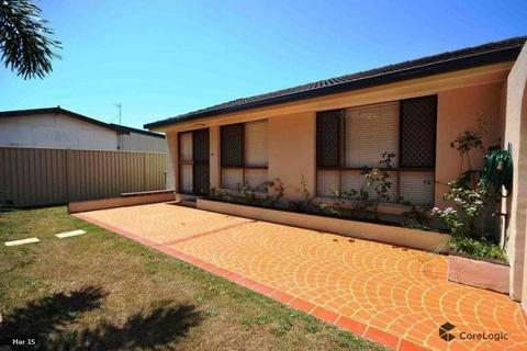 PARADISE POINT - 2 Bedroom Duplex (Rear) to Rent
