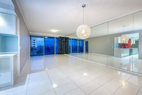 CENTRAL LOCATION, STUNNING BROADWATER VIEWS.. PERFECT!!