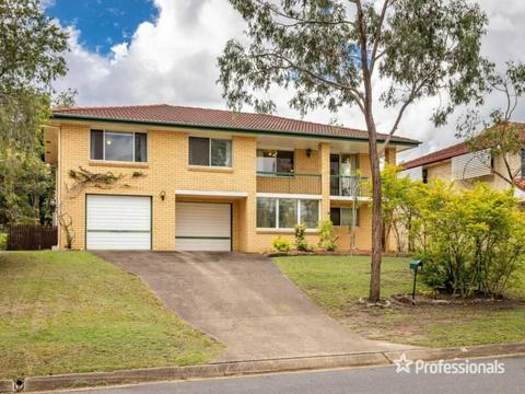 Meticulously cared for family home!!!