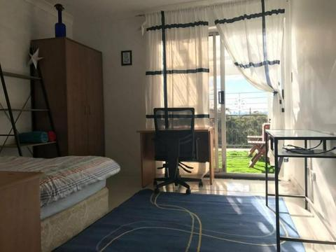 ROOM WITH HUGE PRIVATE BALCONY OVER CITY IN BONDI JUNCTION