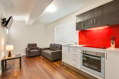 MODERN SPACIOUS 1 BED UNIT - WALK TO QUT AND CITY