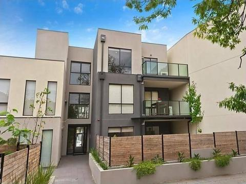 Spacious & Modern 2-Bedroom Apartment in Chadstone For Sale