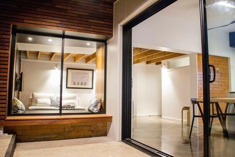 Beautiful Duplex Apartment for Rent in Broadbeach Waters