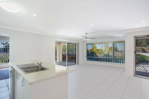 DUPLEX - MODERN AND SPACIOUS THREE BEDROOM FAMILY HOME