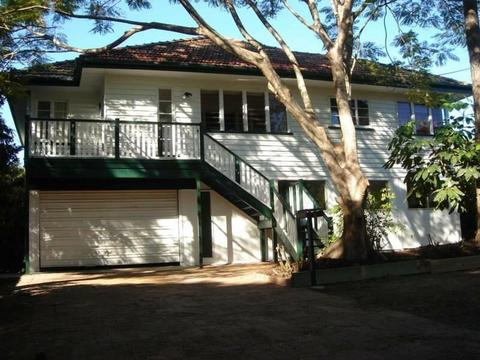 Spacious 5 bedroom home in Chelmer for rent