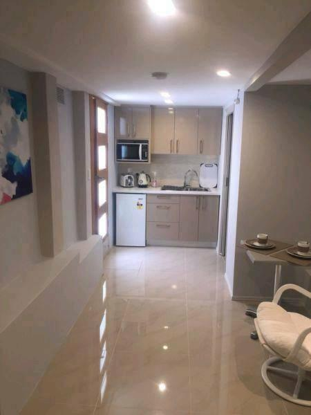 1 bedroom private studio apartment for upto 2 people