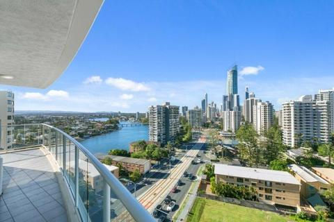 Spacious 3-bedroom apartment in Surfers Paradise- CHEAP!
