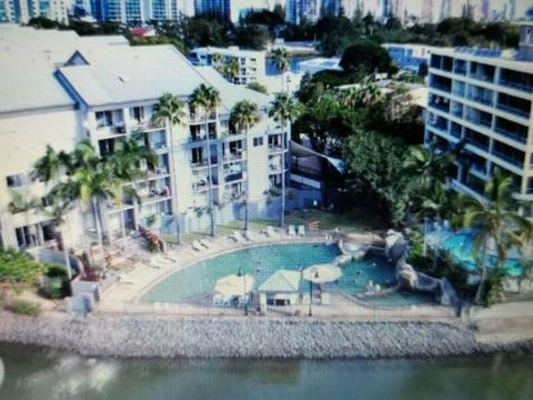 Furnished 1 bedroom apartment looking over Nerang River and city views
