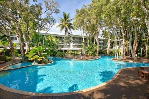 Palm Cove Luxury Apartment